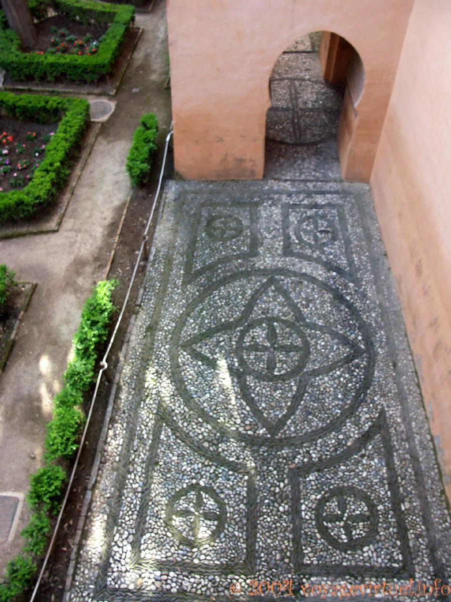 Mosaique de galets alhambra nasrides grenade espagne for Voir deco jardin