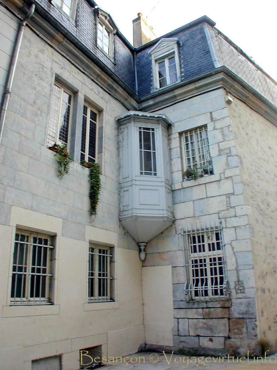 avancée en angle intérieur, besançon, rue pasteur - france
