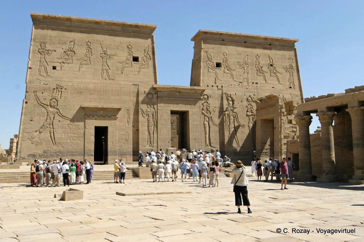 """Résultat de recherche d'images pour """"arrivée à philae egypte"""""""