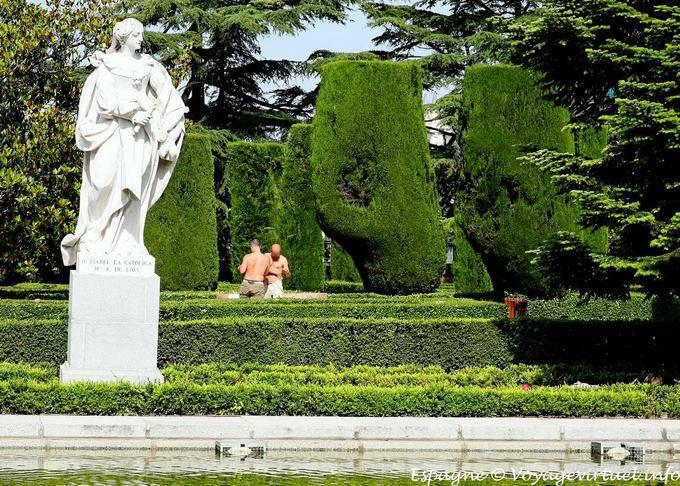 Madrid jardines sabatini campo del moro uomo espagne for Jardines sabatini