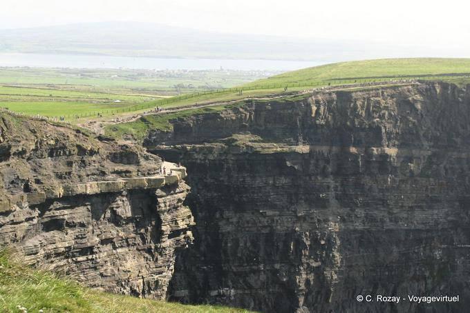 Chemin sur les falaises, Cliffs of Moher, Irlande