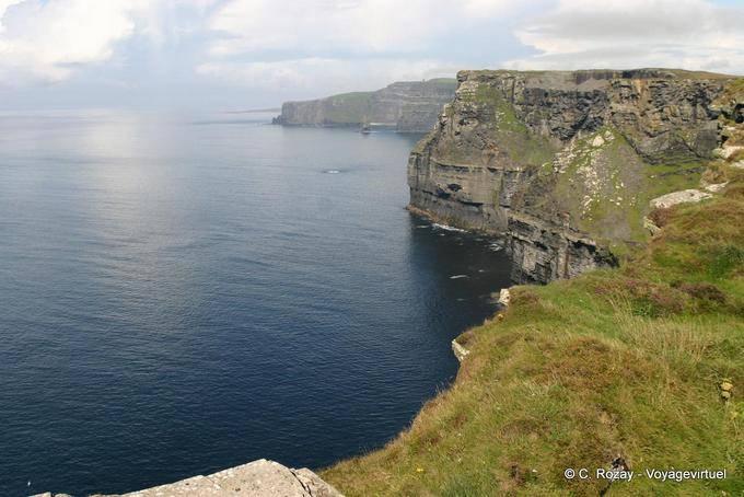 Falaises de plus de 200m de haut, Cliffs of Moher, Irlande