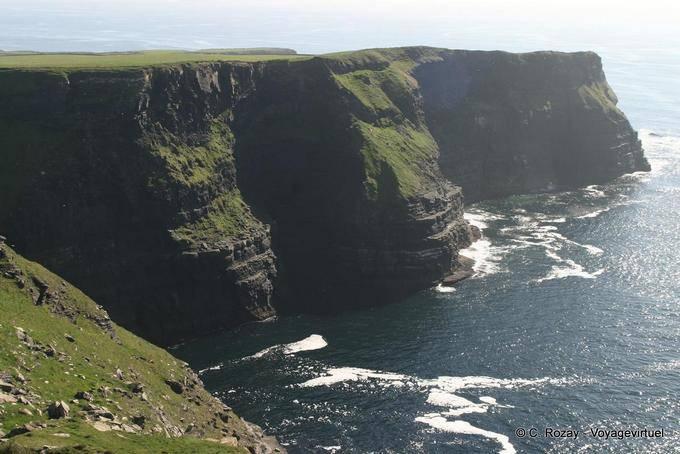 Schiste et grès composent les falaises, Cliffs of Moher, Irlande