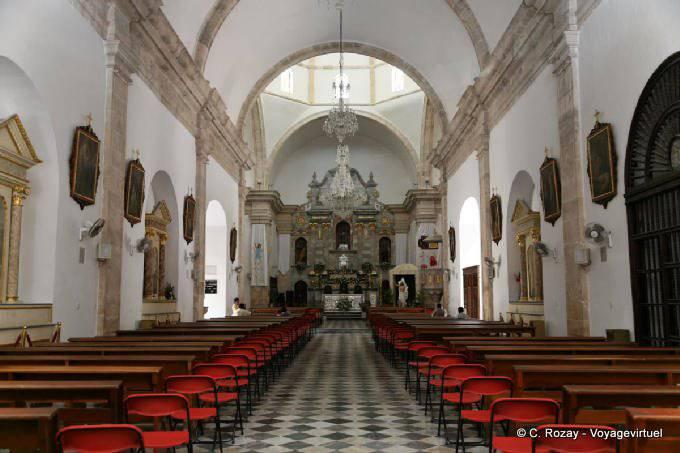 Campeche Catedral La Nef 2