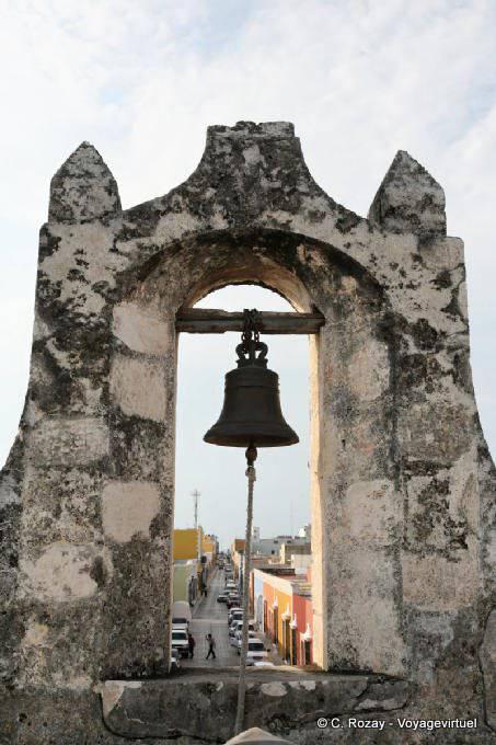 Campeche Puerta De La Tierra Cloche Et Rue 1