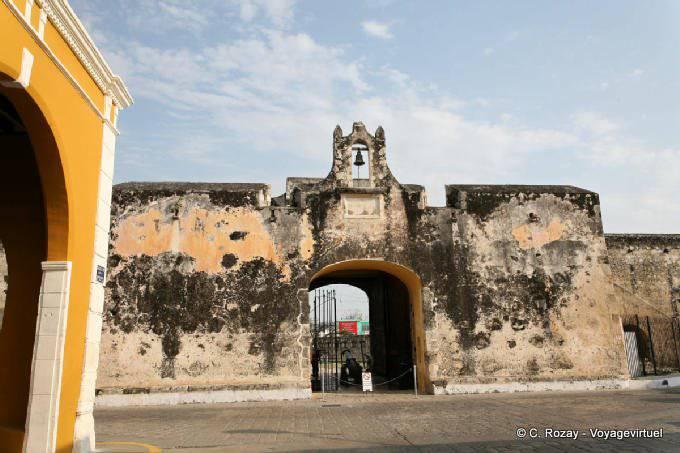 Campeche Puerta De La Tierra