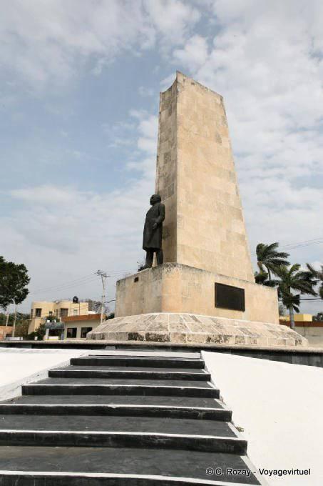 Campeche Statue 1