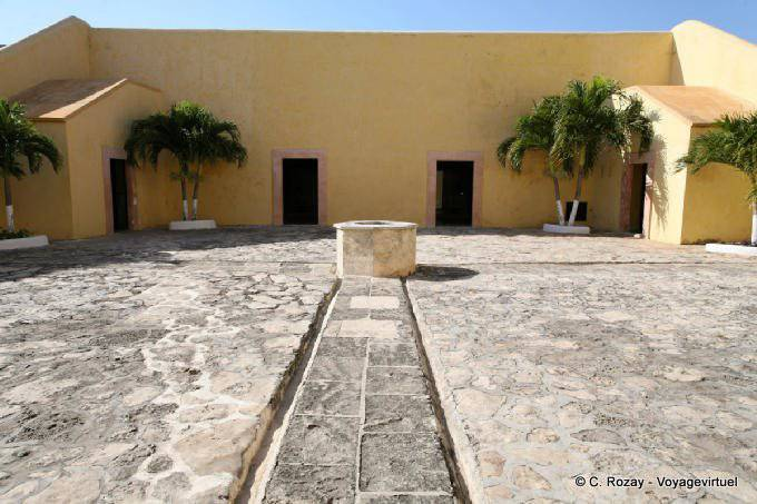 Campeche Museo Archeologia Maya Cour Interieure 8