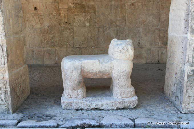 Chichen Itza Temple Des Jaguars 8