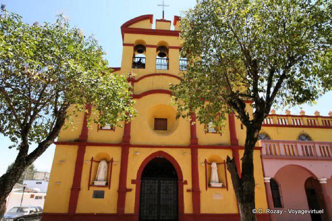 Comitan Chiapas Eglise Jaune Rouge 1