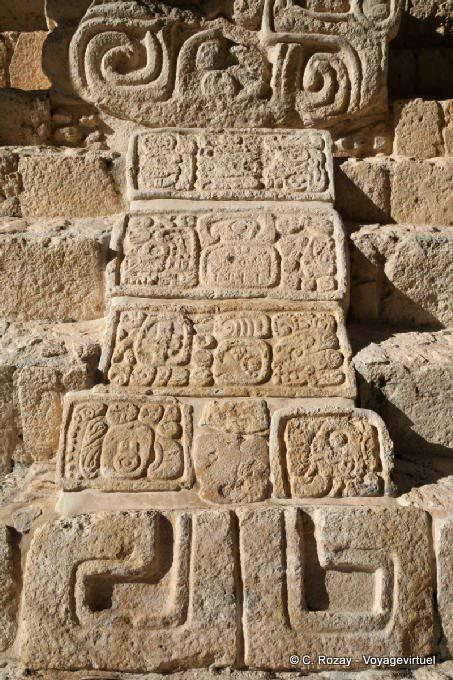 Ek Balam Jaguar Altar Entree Droite Detail 2