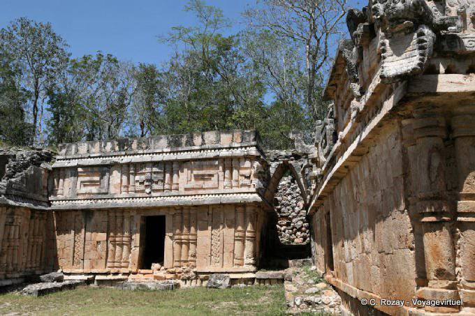 Labná, edificio de las columnas 15