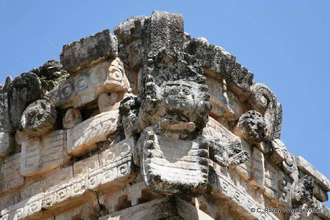 Labná, edificio de las columnas, serpent detail 14