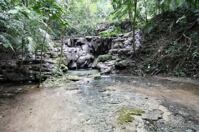 La Palacio de Palenque, cascades-1