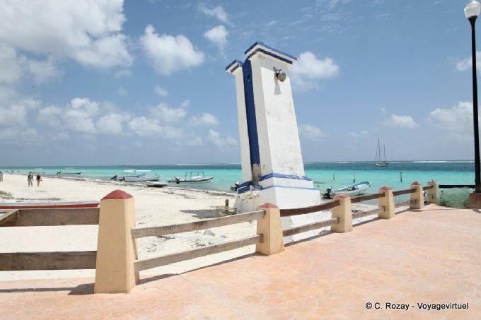 Puerto Morelos Le Phare Devaste Par Cyclone 14