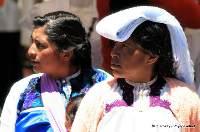 San Cristobal De Las Casas Plaza Catedral Costume Traditionnel 12