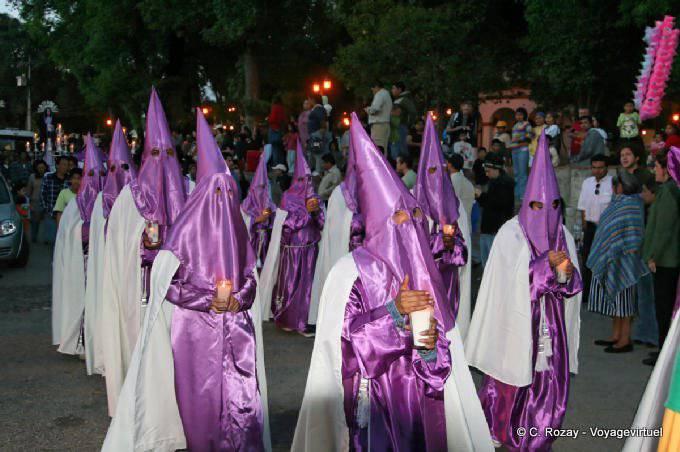 San Cristobal De Las Casas Procession Encagoulee 3