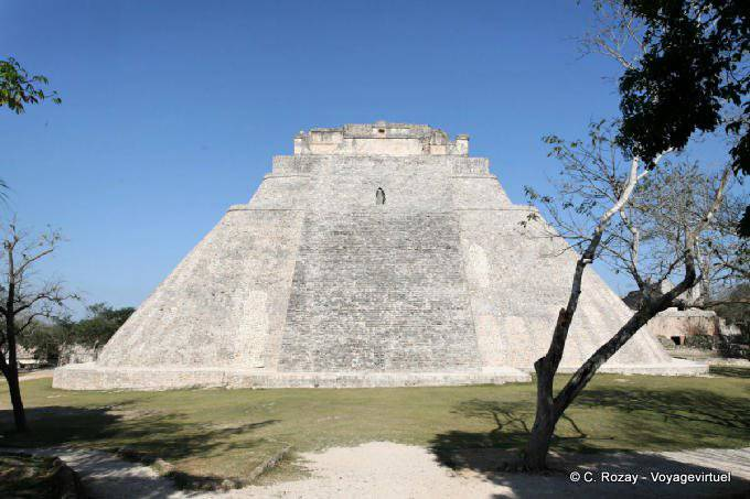 Uxmal Adivino Pyramide Du Devin 1