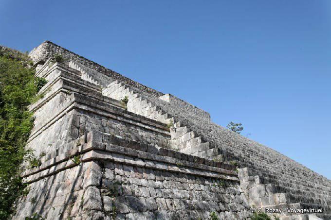 Uxmal Grande Pyramide Denivelee Des Marches 13