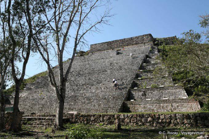 Uxmal Grande Pyramide Grimpette En Montant Les Escaliers