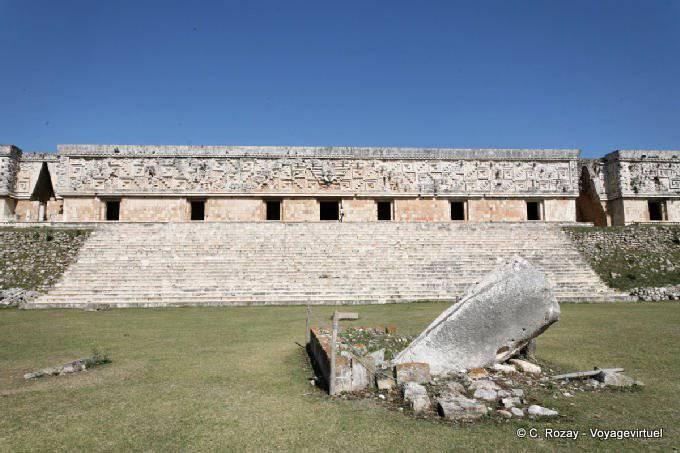 Uxmal Monolithe De La Picota 1