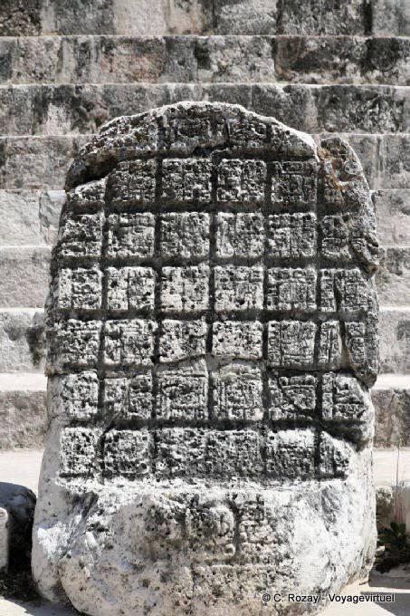 Uxmal Quadrilatere Des Nonnes Stele Aux Hieroglyphes 32