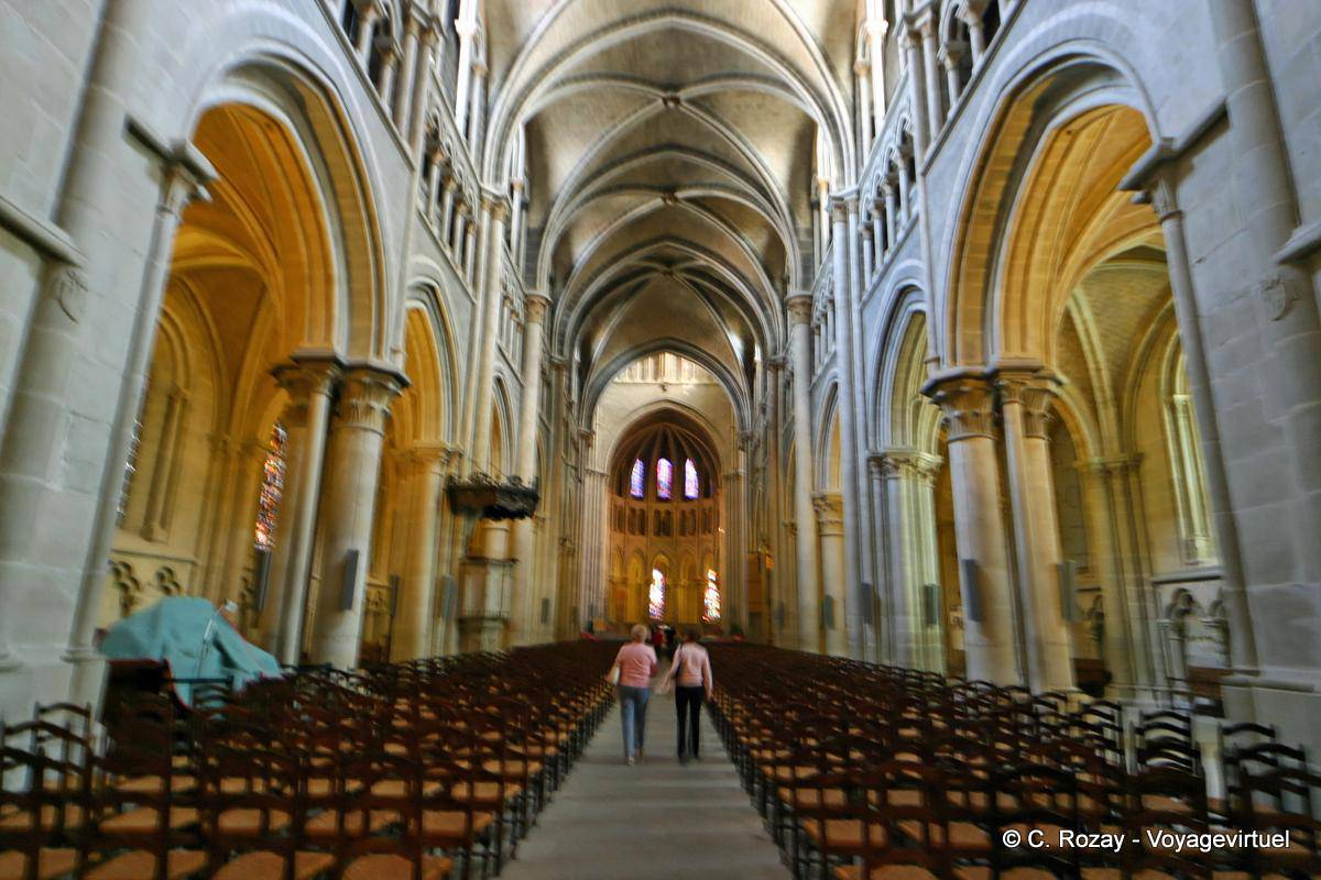 lausanne cathedral nave gothic   switzerland