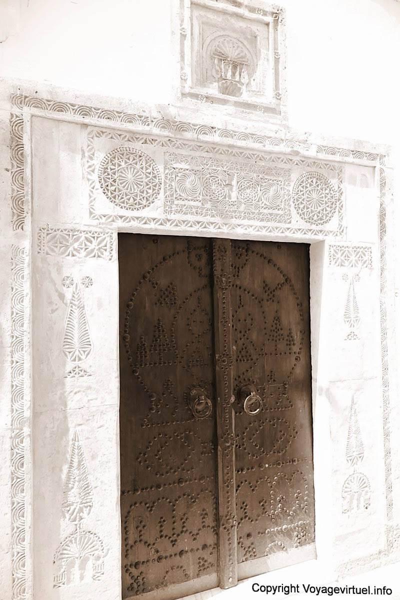 Hammamet d cor sculpt de l 39 encadrement d 39 une porte s pia tunisie - Changer encadrement porte ...