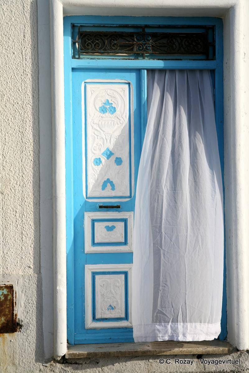 Rideau Porte D Entrée rideau volant et porte bleue, mahdia - tunisie