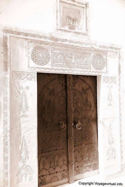 Hammamet d cor sculpt de l 39 encadrement d 39 une porte for Plaque decorative porte